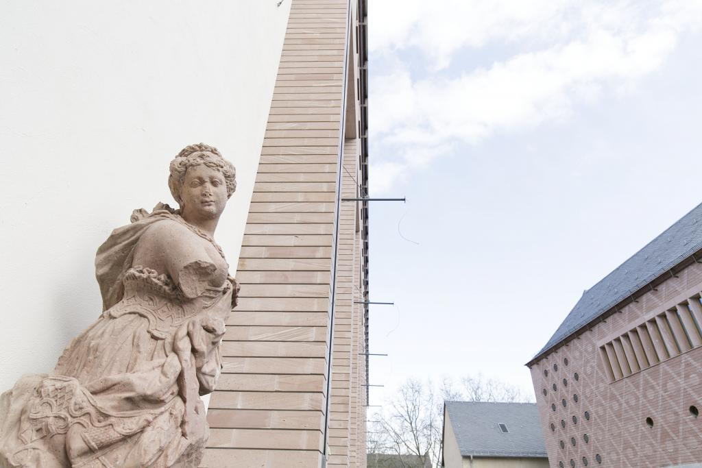 Skulptur vor dem Historischen Museum c HMF, Stefanie Kösling