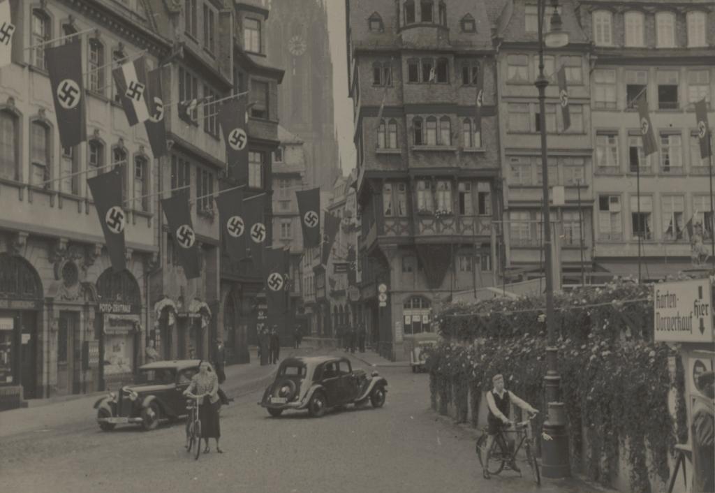 Lina und Walter Schreiber auf dem Römerberg, 1933 © HMF