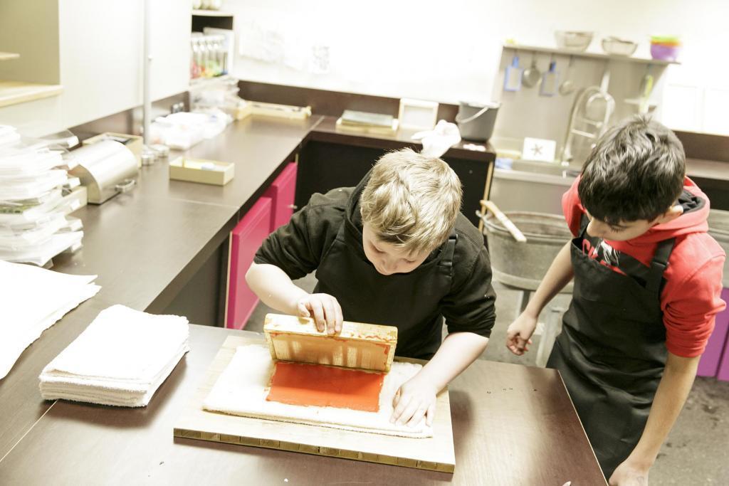 Papierwerkstatt im Jungen Museum (c) HMF, Stefanie Kösling