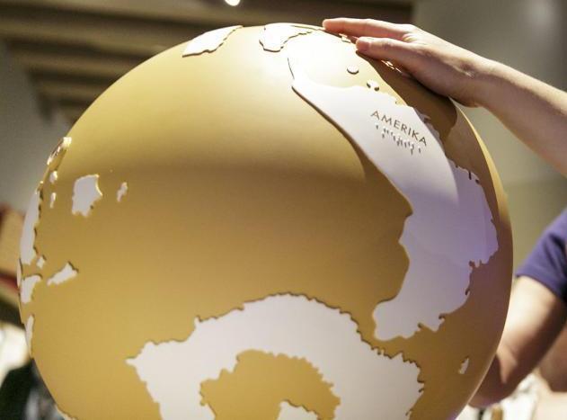 Besucher am Globus c HMF, Stefanie Kösling