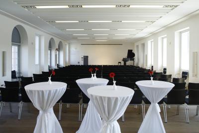 Ein Foto zeigt den Sondermann-Saal im Altbau des HMF