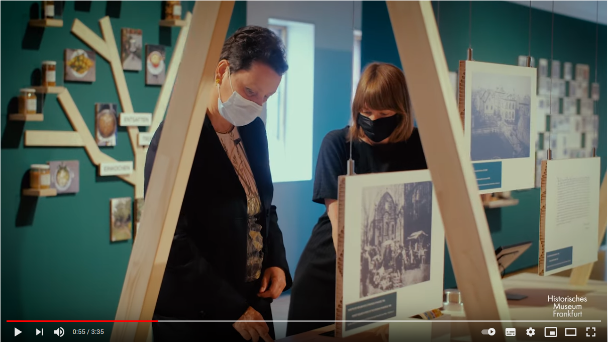 Susanne Gesser und Katharina Böttger in der Stadtlabor-Ausstellung